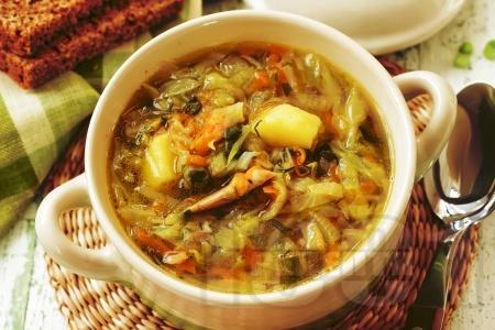 Зелева чорба със свинско месо, картофи и боб от консерва - снимка на рецептата
